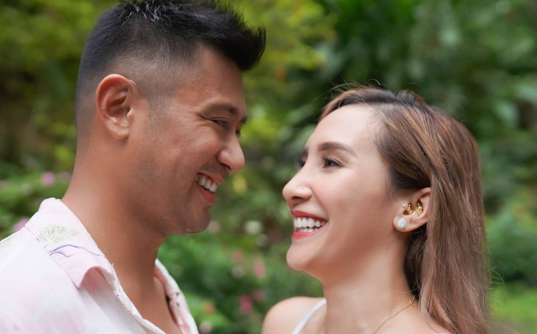 LOOK: Rocco Nacino and Melissa Gohing are Now Engaged!  https://t.co/e82kdyjkw7 https://t.co/u13wDYlb0U