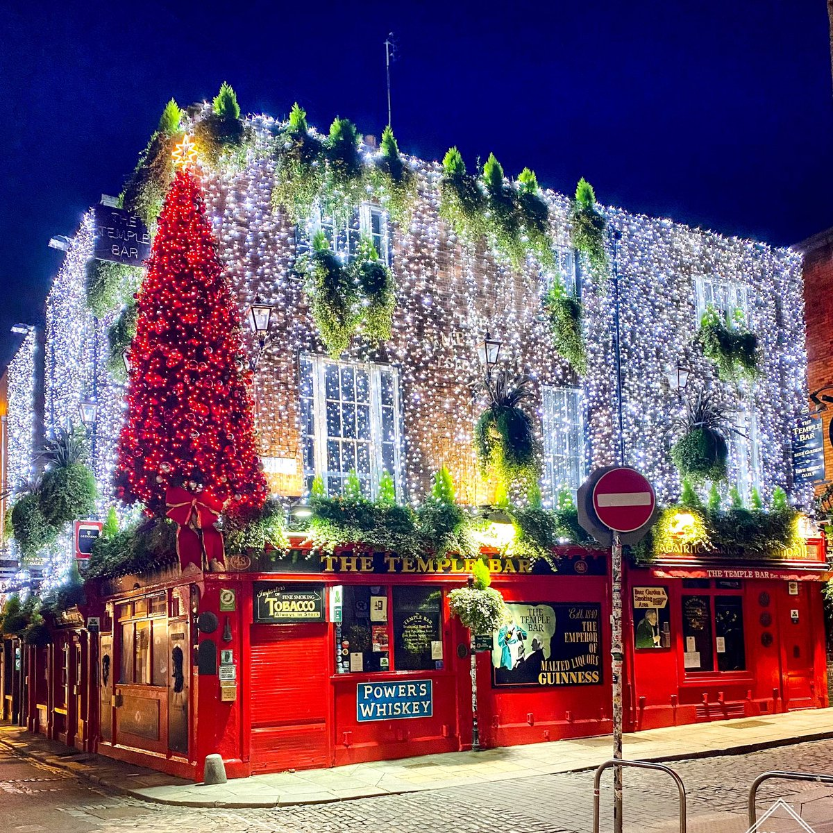 Nothing gets us in the Christmas spirit like a pint of Guinness in @TheTempleBarPub. We can't wait to pop in and visit these guys #KEEPTHELIGHTSON