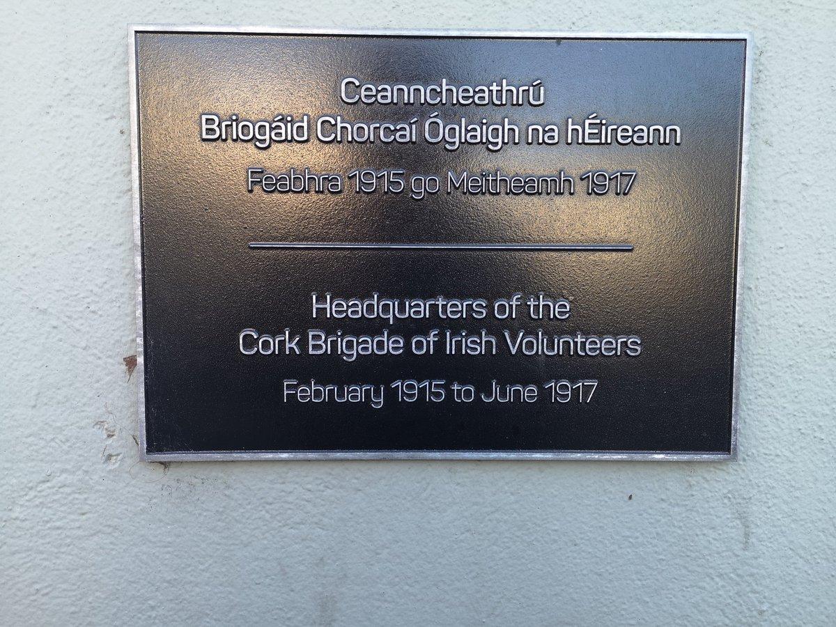 STREET PHOTOGRAPHY CORK PHOTO COPYRIGHT BILLY macGill 20 /11 /20. The Architecture of Cork. The former Volunteer HQ on Sheares Street. St Francis Hall was behind this building. #corkhidden #Corkhistory #cba #failteireland #irishexaminer #cobh #architecture #corkcitycouncil https://t.co/mezrpdK9VE