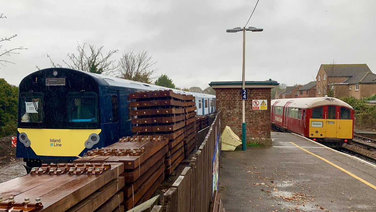 When old met new earlier today in Sandown, another shot of island line's current stock meeting there new stock at Sandown station @iwcponline @islandecho @iwightradio @onthewight @wightlinkferry @SW_Help @Vivarail