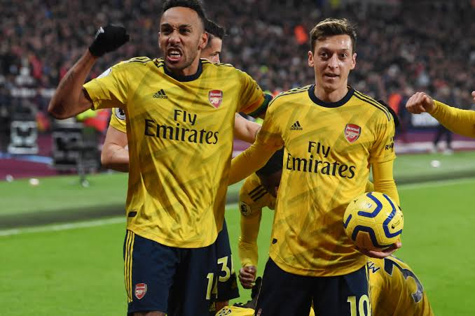 Day 479:  Hey idolos @MesutOzil1088 and or captain @Aubameyang7 please follow me today ... I am a big fan of yours .. Everyone would love to see your linkup .. I am not stopping so please follow me today.. ( Tag them below and rt plz 🙏)
