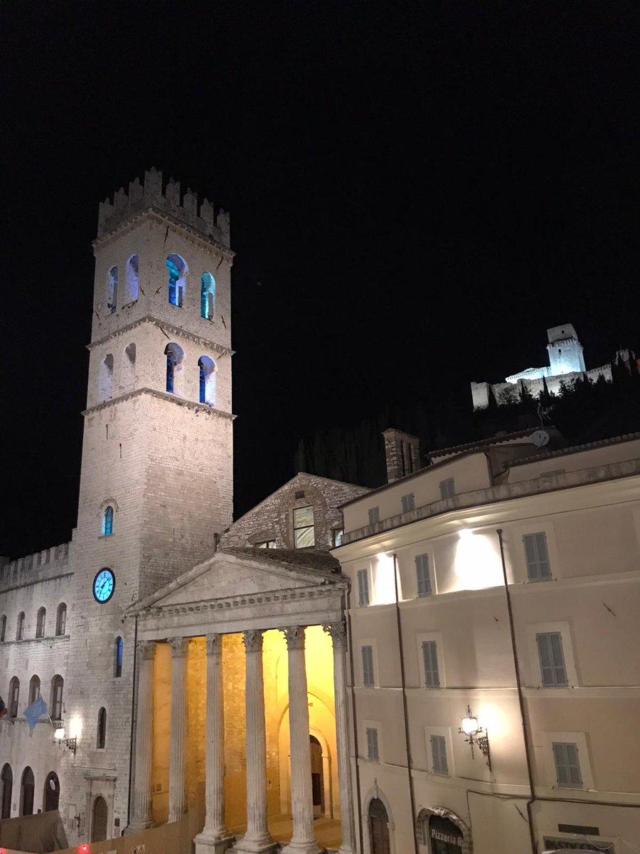 Assisi, Torre del Popolo colorata di blu per i diritti dei bambini e degli adolescenti https://t.co/GRKkdRx9D9 https://t.co/teIvArMAWM