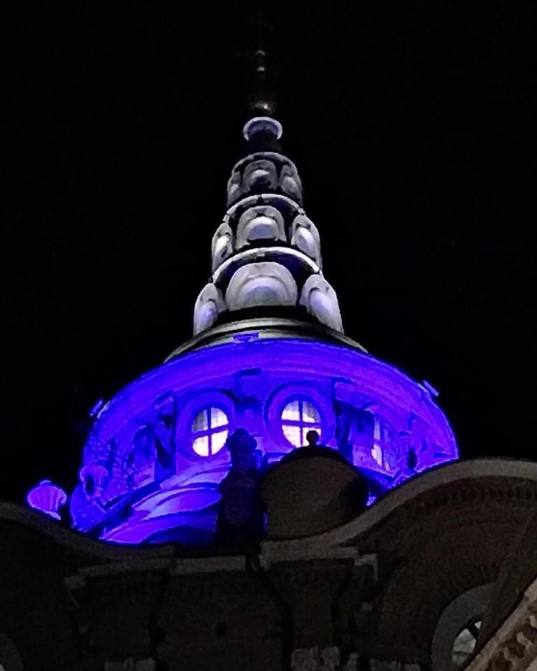 MERAVIGLIA!!! I maggiori monumenti di #Torino con @UNICEF si sono illuminati di blu il 20 novembre per la 31ma Giornata mondiale dei diritti dei bambini. https://t.co/u9RsvPqm7p  @twitorino #unicef @UNICEF_Italia @crpiemonte @c_appendino @Regione https://t.co/D069fAi2UN