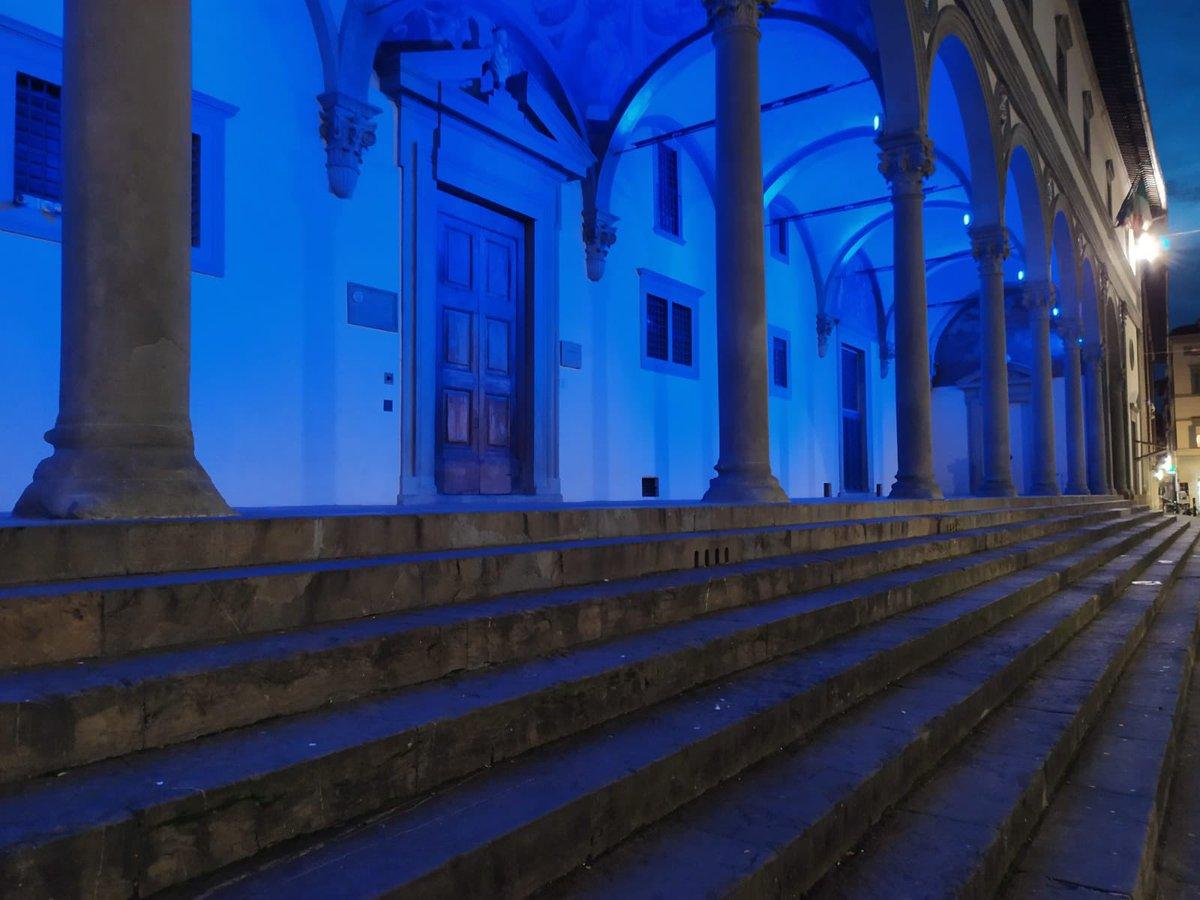 Firenze da sempre dalla parte dei bambini. Oggi per la #giornatamondialeinfanzia le porte della città e l'Istituto Degl'Innocenti si illuminano di blu. Accendiamo i fari sui diritti dei bambini @DarioNardella @comunefi @UNICEF @UNICEF_Italia #TurnTheWorldBlue https://t.co/zagCd5lETc