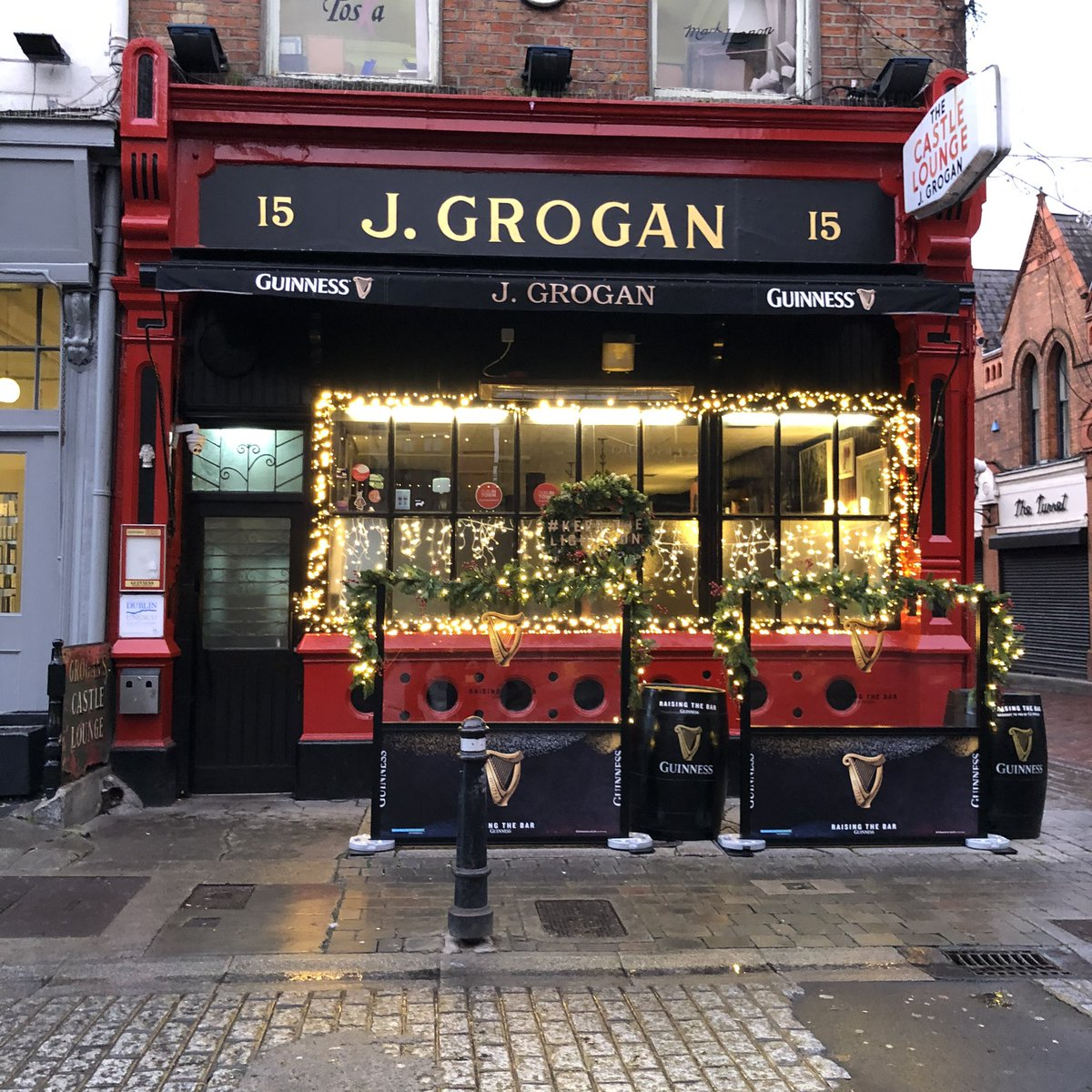 A pint of Guinness in Grogan's is our idea of the perfect treat – what's yours? #KEEPTHELIGHTSON