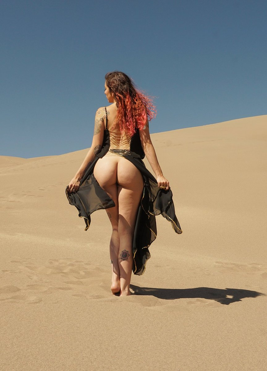 Happy Friday 🥰 Posting this set from the Great Sand Dunes and so much more to my Only Fans today! Subscribe and come see more 💗😘 Photographer: Taylor Grey onlyfans.com/radiancesuicide