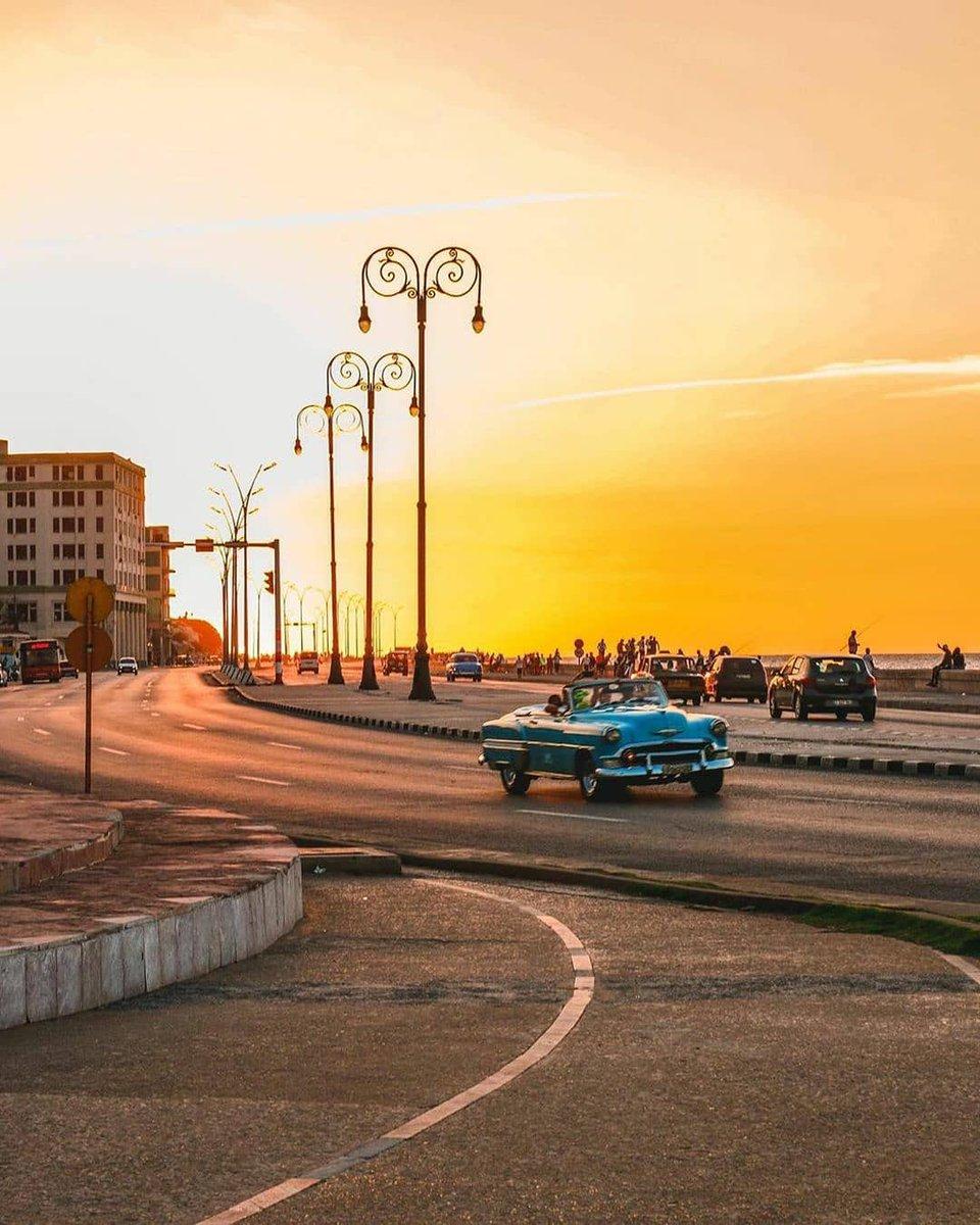 صور من العاصمة #هافانا جزيرة #كوبا 🇨🇺  Repost @ havana.destinations  •