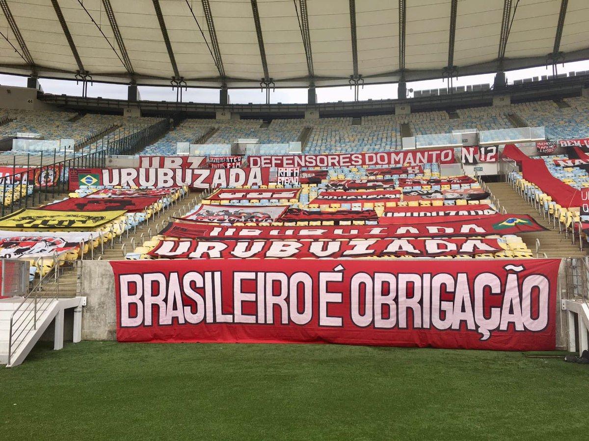 """A faixa da Urubuzada:   """"Brasileiro é obrigação"""""""