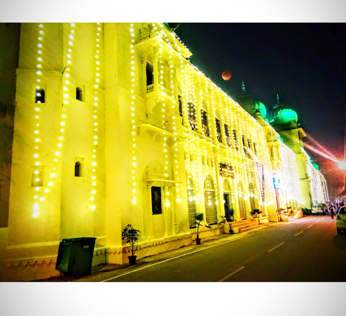 Wonderful sight! Unbelievable click of an Indo-Saracenic style!  #LucknowUniversity  #लखनऊ #LUCentennialCelebration   @lkouniv @profalokkumar  @dswlkouniv  @TOILucknow