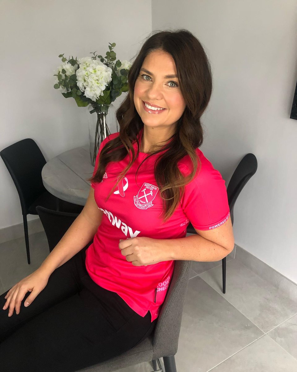 Better late than never to #FootballShirtFriday & this year I'm repping two precious causes. A big thank you to Stephanie & the @BobbyMooreFund for letting me be involved in your work. Bless you for everything you do in the quest to fight cancer 🙏🏼   @BreastCancerNow #wearitpink