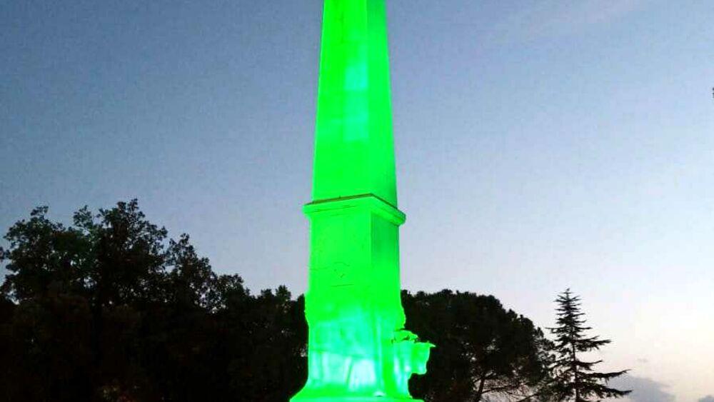 Giornata mondiale per i diritti del bambino, illuminato di verde il monumento dei caduti https://t.co/dPtt6rSQ3C https://t.co/185lyMiArO