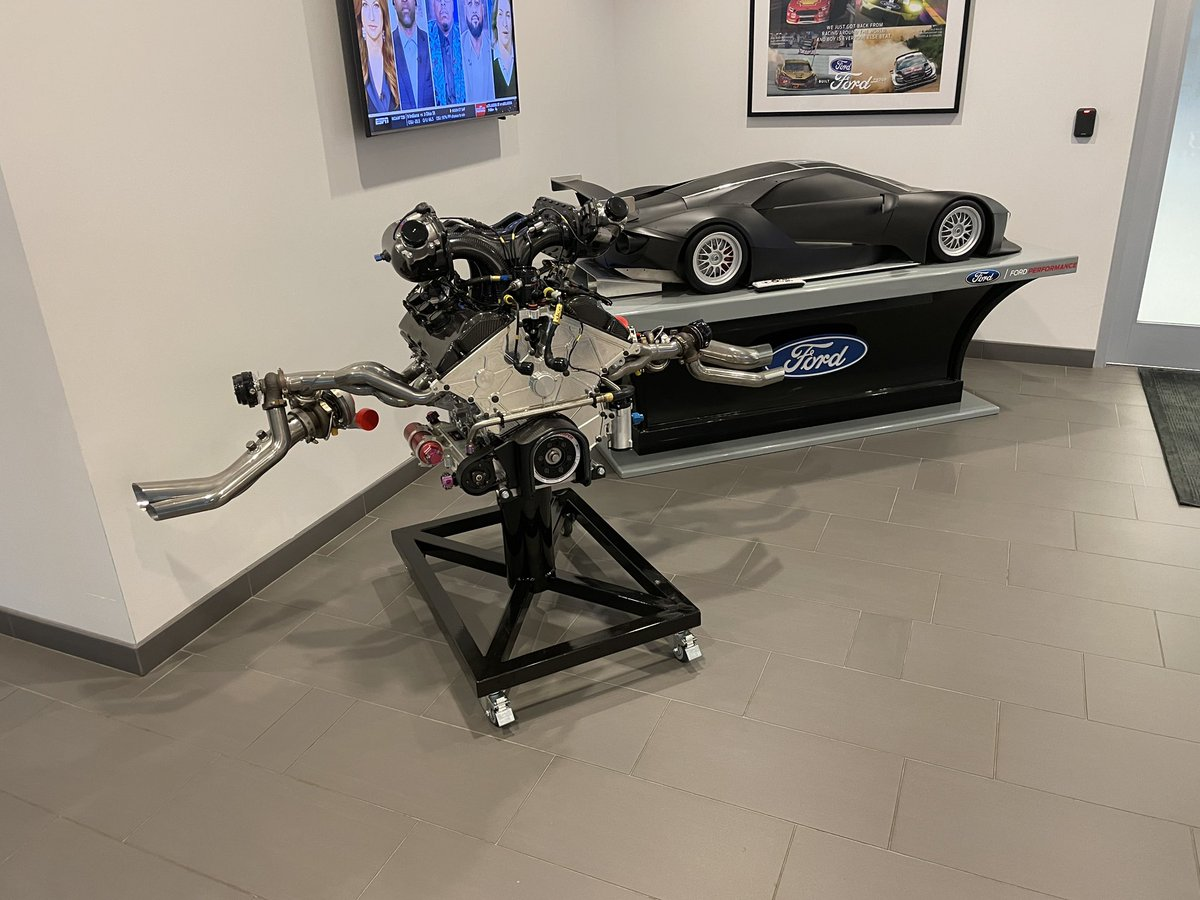 Here to check out some cool stuff from @FordPerformance and the lobby already has stuff that I could spend hours examining. https://t.co/mh1DcUJeOu