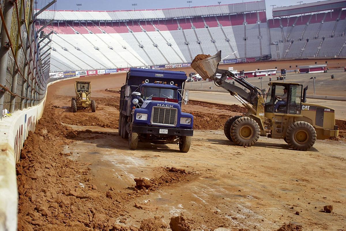 NASCAR: Bristol Dirt race gets practice and Heat races