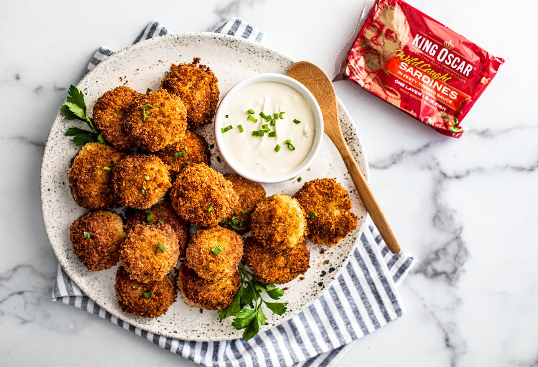 INDULGE YOURSELF WITH CRISPY FISH CROQUETTES! Entertain your taste buds with these golden, crunchy, savory bites featuring #KingOscar Brisling #Sardines in Zesty Tomato Sauce, another inspirational, yummy recipe from @Killing_Thyme! Stay safe, eat royally! https://t.co/nbm2453CeK https://t.co/KDP9fXSq2I https://t.co/mB079ARMg6