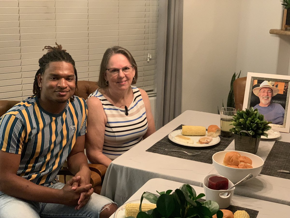 It may be a little early, but Thanksgiving wouldn't be the same without Wanda & Jamal.  In 2016 they went viral when she accidentally texted him instead of her real grandson.  But this year they honor Wanda's husband Lonnie, who passed from COVID. Their story tonight ❤️ #azfamily