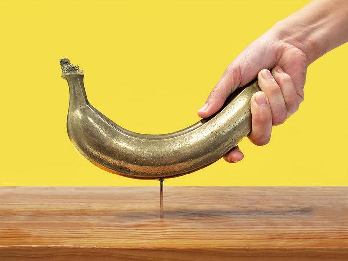そ ん な バ ナ ナ !凍らさなくてもクギが打てる「バナナ」登場 「クギを打つのはバナナ派の人」「いちいち凍らせるのが面倒くさい人」に朗報  @itm_nlabより