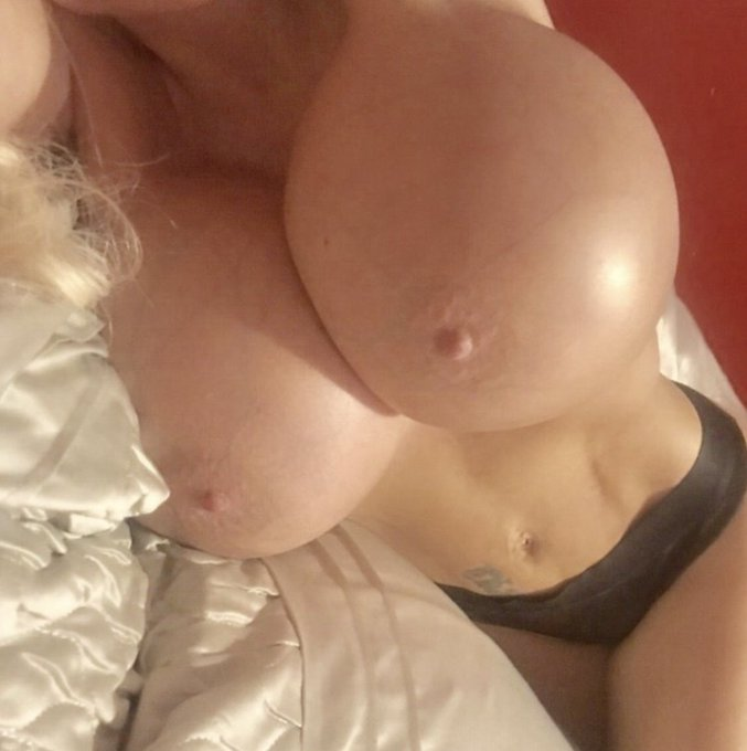 1 pic. morning guys and gals, looks like I'm turning into a bit of a handful, don't you think lol💋💋 https://t