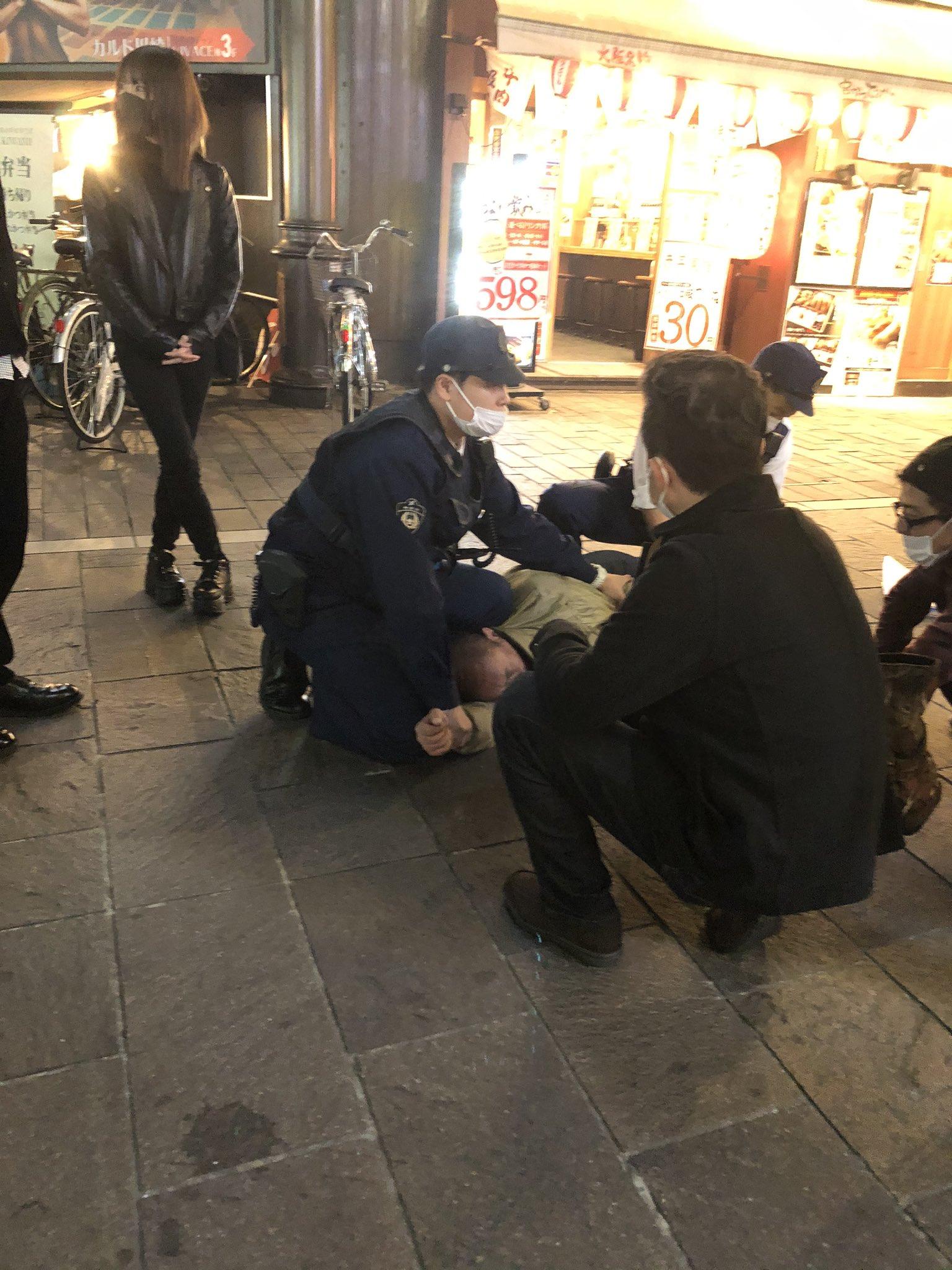 画像,川崎駅前で、バスの運転手に中年男性が襲いかかった模様左足を運転手がやられたとの事 バスが駅前の大通りで回送にしてお客さん降ろしたなう#GoToトラベル #GOT…