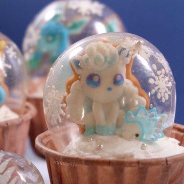 かわいい……!雪遊びするポケモンのスノードームカップケーキがかわいすぎ! 「任天堂から仕事の依頼が来そう」なクオリティーが話題に  @itm_nlabより
