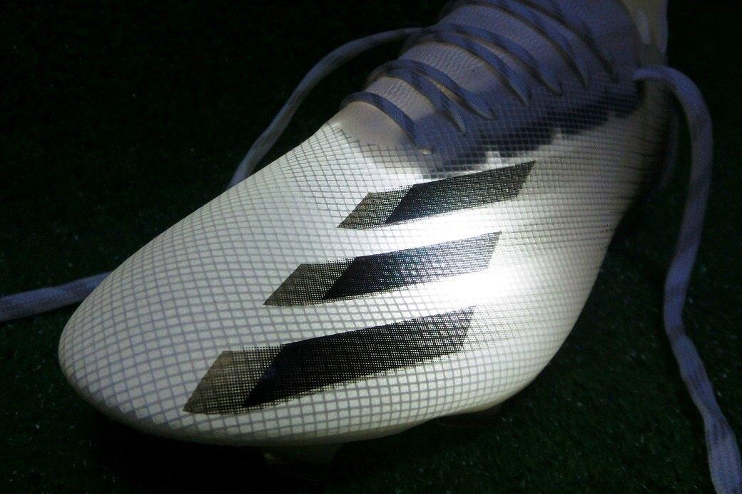 アディダス サッカースパイク『エックスゴースト.1 HG/AG』極薄アッパーのフルロスキンはサッカーソックスがどれくらい透けるのか?検証してみました!