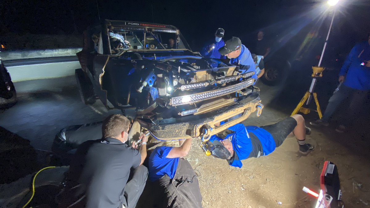 A tough night so far for the #BroncoR. At RM 205, the team pulled off to replace the steering rack, and now have just finished a rear hub repair at RM 341. Our primary goal is to finish this ever-challenging race. #Baja1000 https://t.co/k4R9RJ9O96