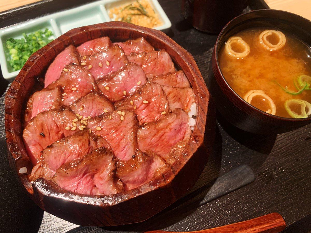 【しゃぶすき家 馬喰一代】@愛知:名古屋駅から徒歩5分ランチ限定で「馬喰ひつまぶし御膳」を食べられるお店。蓋を開けると一面にレアで柔らかい肉の海が広がる超贅沢ランチ!そのまま食べると肉の旨味を楽しめて、出汁を注げば肉茶漬けとして楽しめる一度で二度美味しい逸品です!