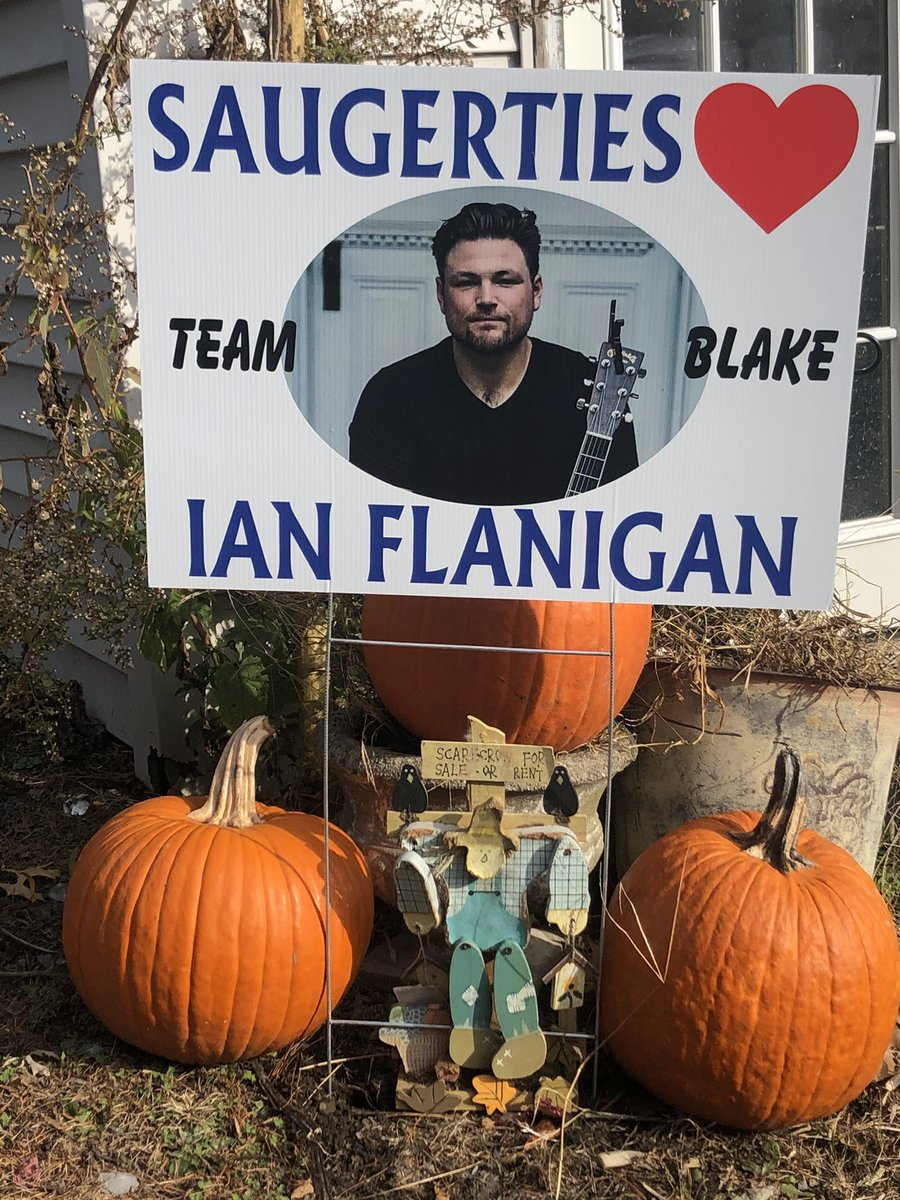 Showing my Hometown Pride for @IanFlanigan and #TeamBlake !!! Thanks @blakeshelton for choosing Ian Good luck!!