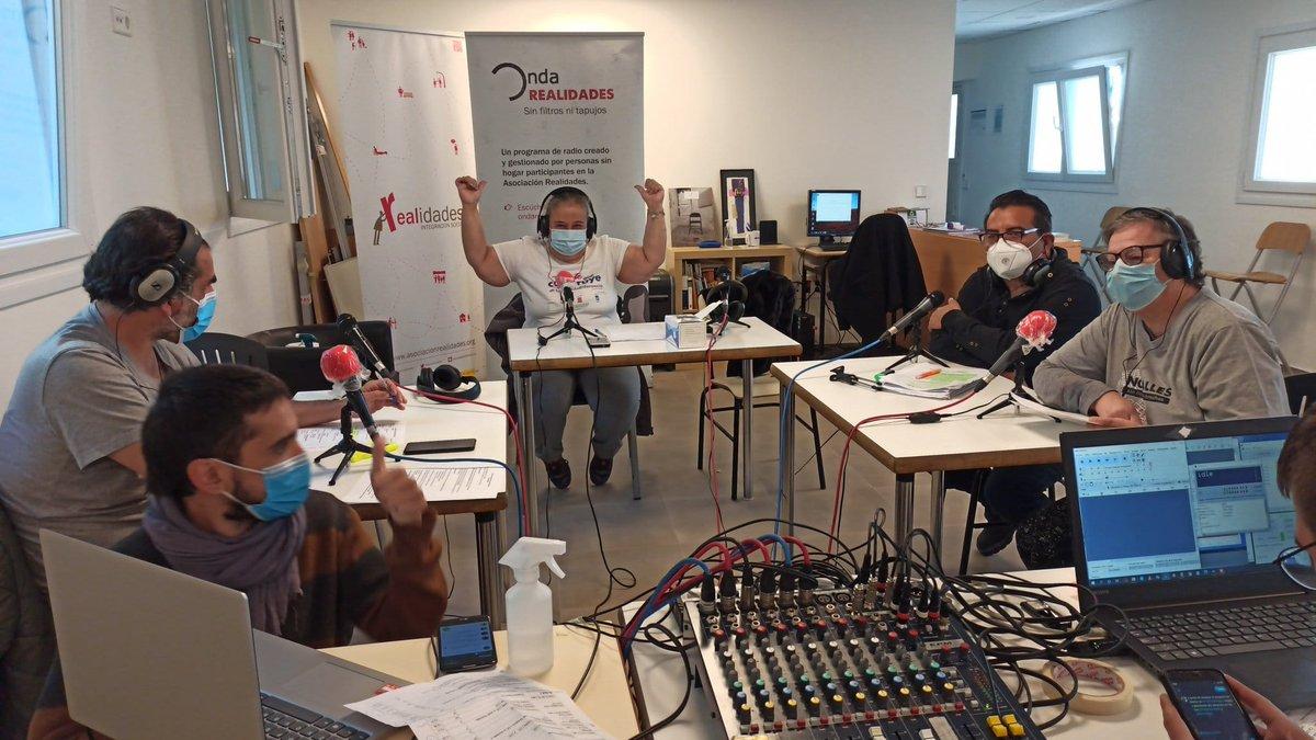 ⚡️Esta IV Feria de Inclusión de @EAPNMadrid ha sido diferente, pero un año más seguimos haciendo radio.Gracias a @RealidadesONG y @CEARMadrid🙌🏿🎙️¡Ya podéis escuchar el programa completito!