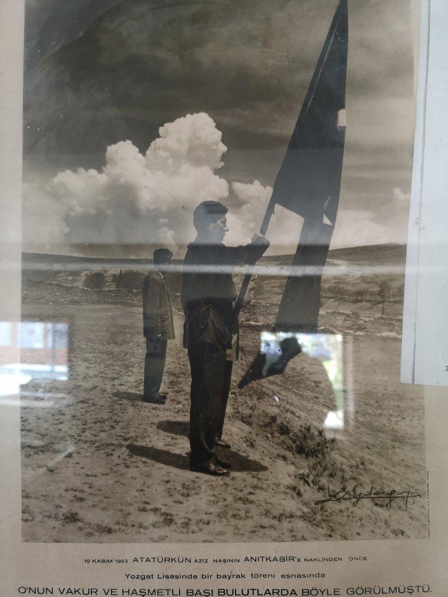 #10Kasım 1953. #YozgatLisesi nde bir bayrak töreni anında. Çanakkalede bir köy müzesinde sergilenen bir fotoğraf.