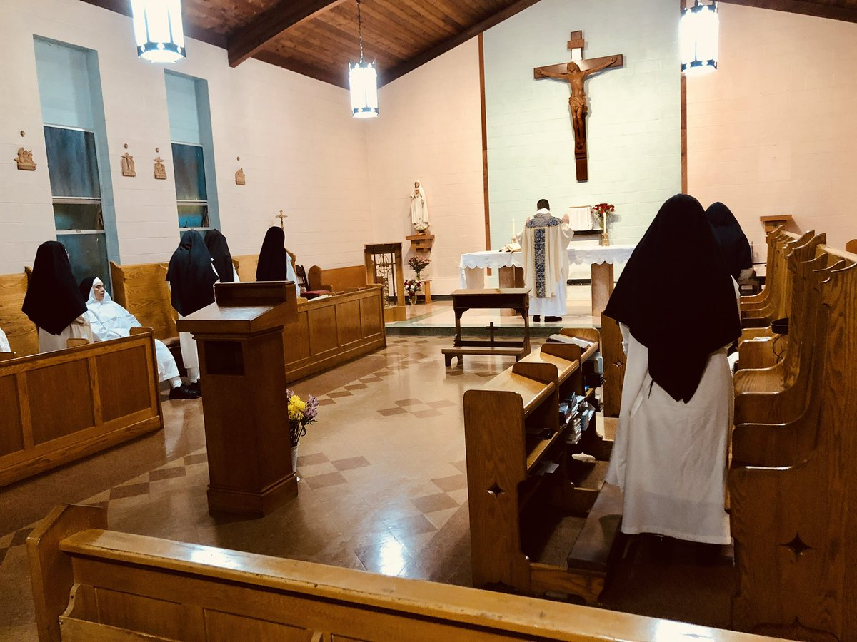 Visiting the Dominican Nuns of the Most Holy Rosary at their temporary home in Ohio. It's #ProOrantibus day. Giving thanks for the cloistered and monastic vocations.   Photo credit: @dmacsupertaster