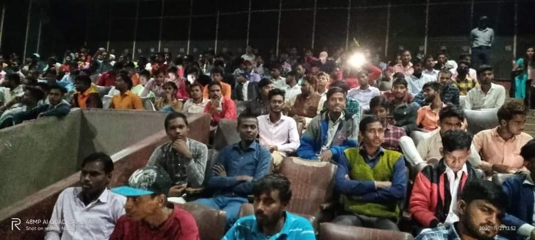 @KomalNahta 👍👍👌 Dostana(Bhojpuri) housfull opening in bihar ..