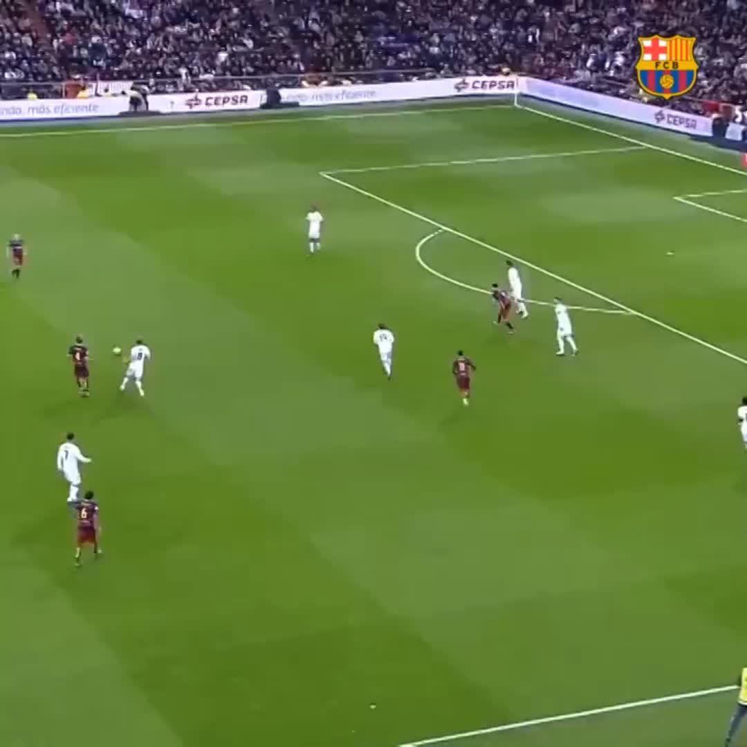 #OTD 🔙 2015 ⚽ R. Madrid 0-4 Barça 🚀 @andresiniesta8 😍