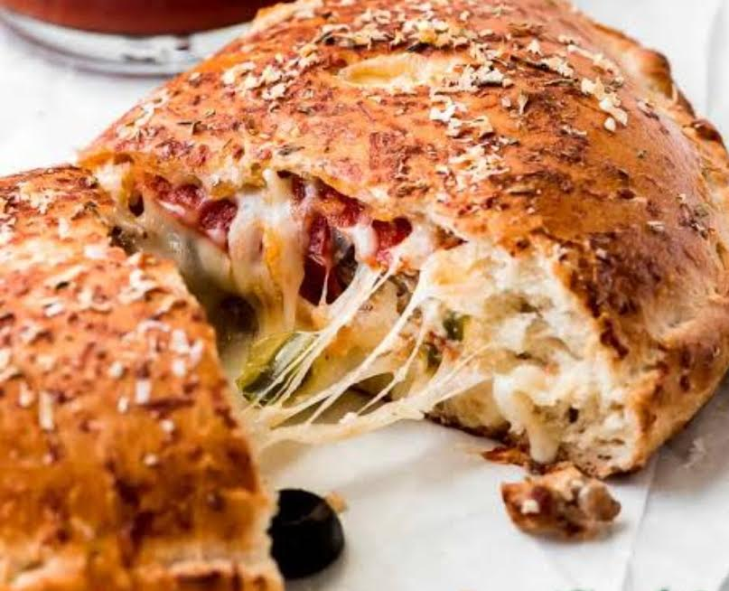 Galzones?  Pizza? Or Just Galzone pizza Let's talk about Calzones. They are seriously underrated. Seen as inferior to the grand pizza pie, calzones are often forgotten about, but why? They are basically an individual pizza all wrapped up.