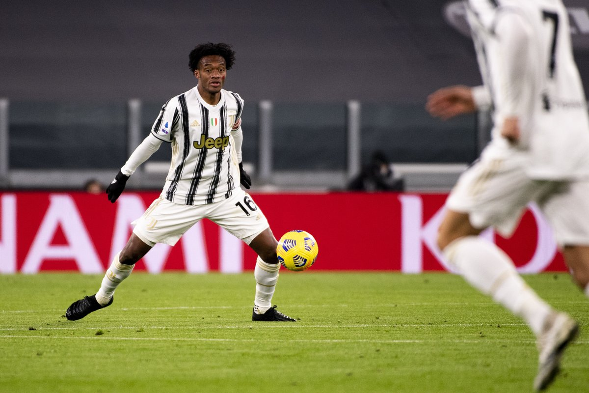 Juan Cuadrado created five chances in the first half for Juventus vs. Cagliari.  Not bad for a right-back. https://t.co/C4KiQec06W