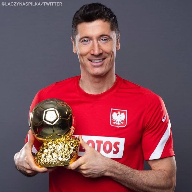 @FIFAcom @lewy_official #TheBest