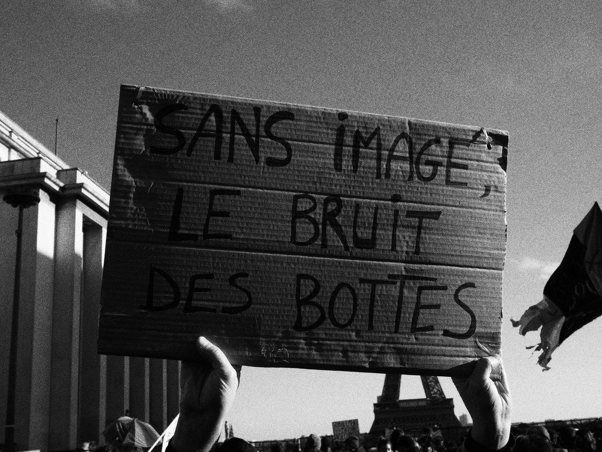 """RT @BeatrixDessin """"Sans image, le bruit des bottes"""" #Photographie #LoiSecuriteGlobale Droits de l'homme en #MacroDarmanie #21novembre"""