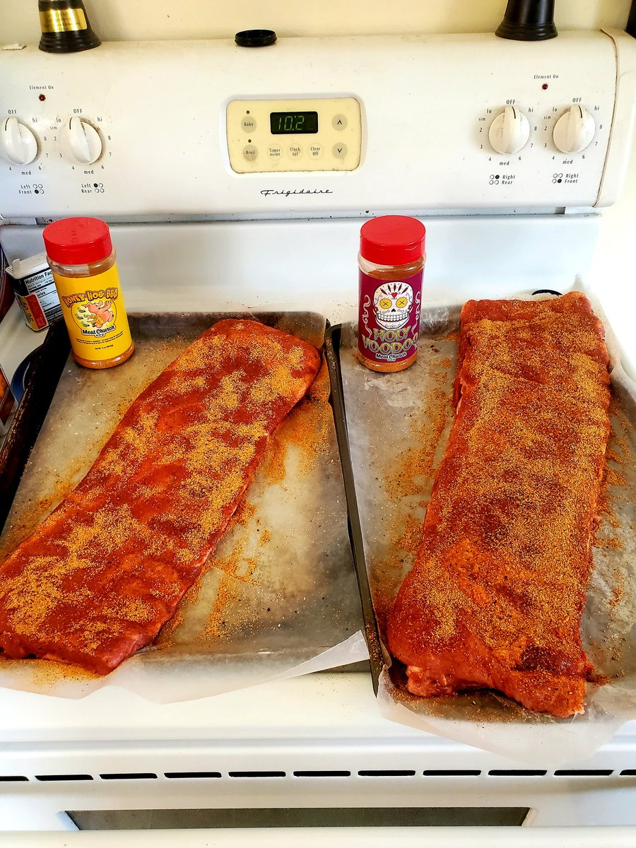 Oh Yeah... Overnight rub, pulled out to add some more rub... These bad boys going on in 30 minutes 😍 #StLouisRibs #MearChurch Rub #HolyVooDoo #HoneyHogBBQ #UtahVsUSC #GoUtes https://t.co/Fe9E3prYeL