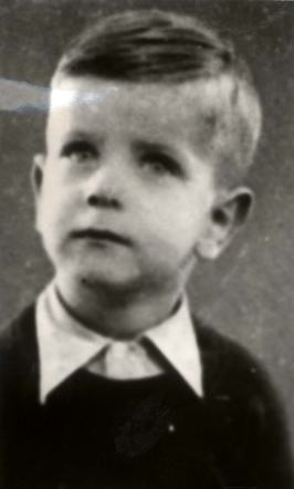 22 November 1936   Dutch Jewish boy Thomas Pfeffer was born in Amsterdam. He was deported to #Auschwitz in July 1944 and murdered in a gas chamber after the selection.