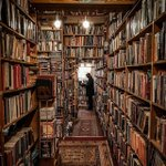Image for the Tweet beginning: A book lovers DREAM!😍📚 Who