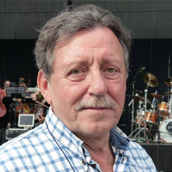 Tamás Mihály, 73, Hungarian bassist (Omega)...FROM THE BAND **OMEGA** (ENDING) A GEORGE SOROS/CHRIS CHRISTIE SOUL ASPECT DEAD TODAY, AND ON MY BIRTH YEAR 73!! https://t.co/lW03jwldXP