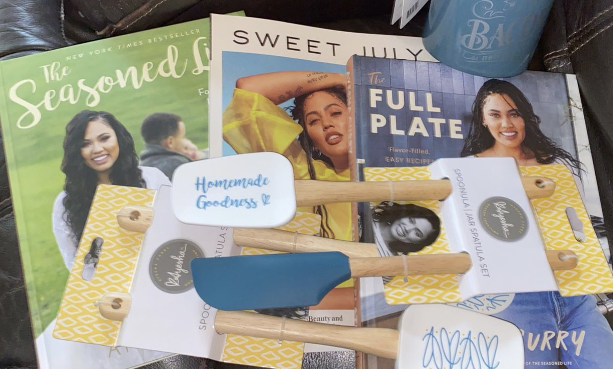 "Now I just gotta grab the Holiday Issue of ""Sweet July"" then my ⁦⁦@ayeshacurry⁩'s collection will be completed! #SheSignedTheFullPlateBookBTW 🧡🥰#BeJellyHoe😂"