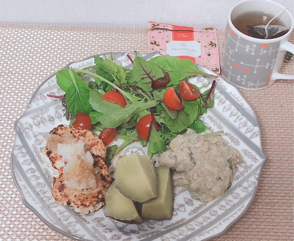 今日の朝食サツマイモ主食昨日の残りの豆腐つくね&残りのチキン豆乳煮&サラダ✨404kcal. P23g#ダイエット #食べて痩せる #ヘルシーごはん #筋トレ女子