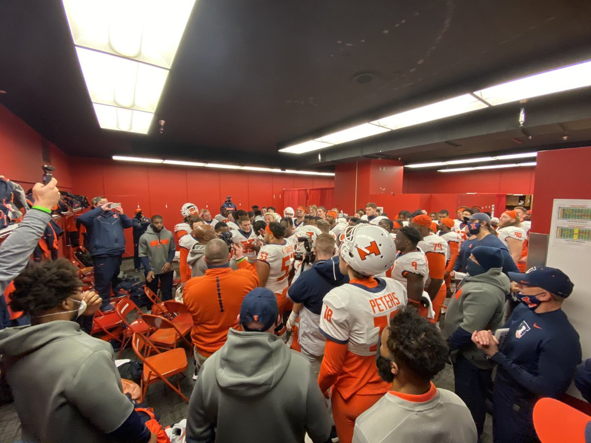 Nothing like the locker room feeing. Victory. Illinois. Varsity. Keep going, fellas! #ILLINI 🔶🔷💪