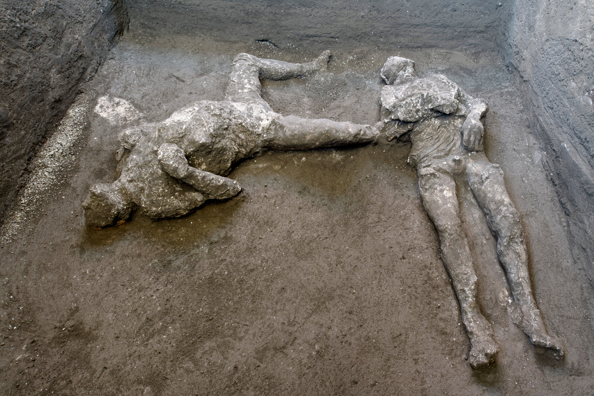 Two bodies — master and slave — unearthed in ruins of Pompeii villa Photo