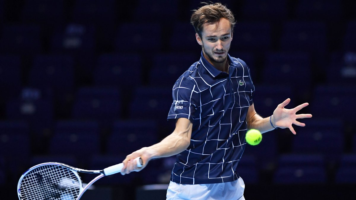 That escalated quickly 😲  Nadal serves for the match at 5-4, but 🇷🇺 @DaniilMedwed fights back to take the second set 7-6(4)! 👏  #NittoATPFinals https://t.co/8yXecDf1IN