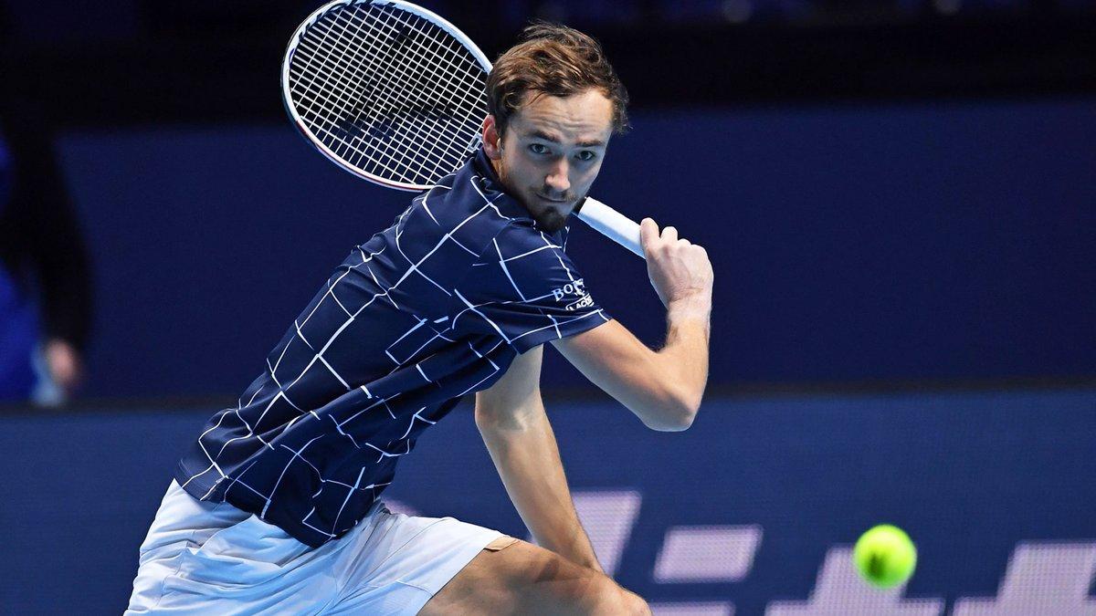 He simply will. Not. Miss. 🚫  🇷🇺 @DaniilMedwed breaks Nadal for a 4-3 lead in the final set!  #NittoATPFinals https://t.co/LgADxR6bG1