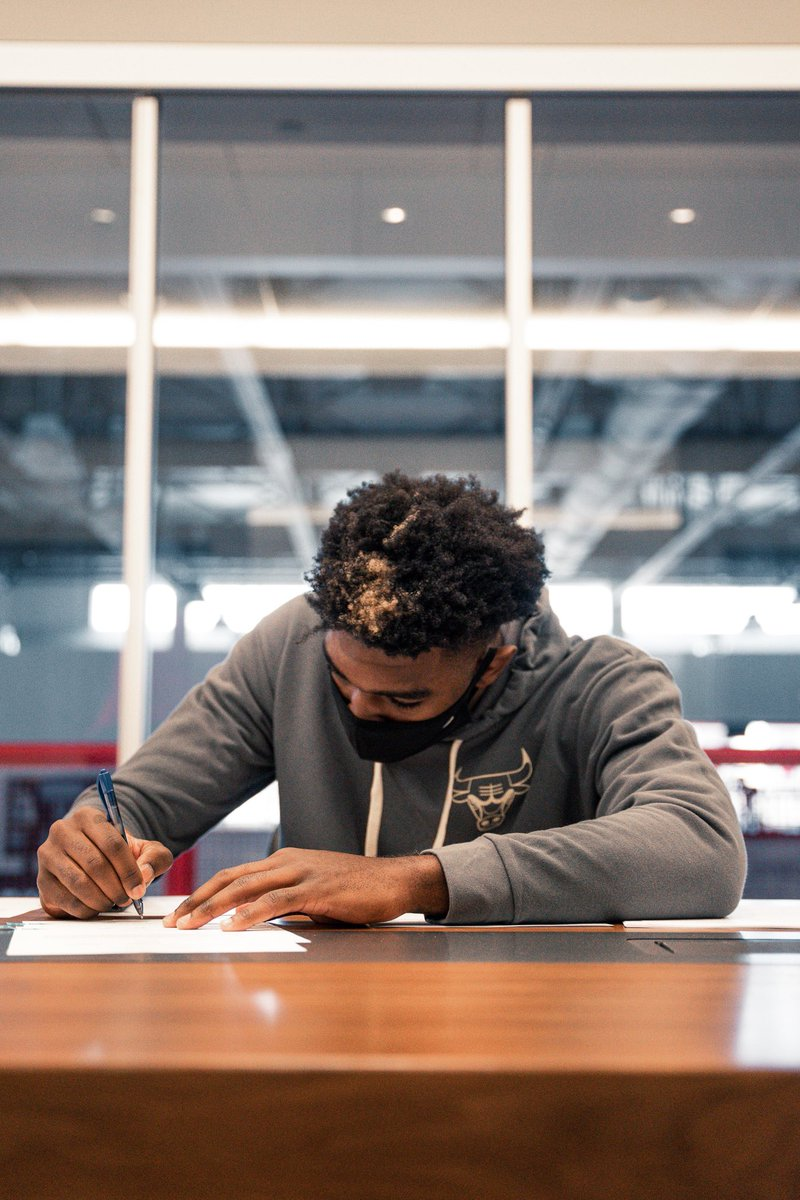Replying to @chicagobulls: Officially official 🖊