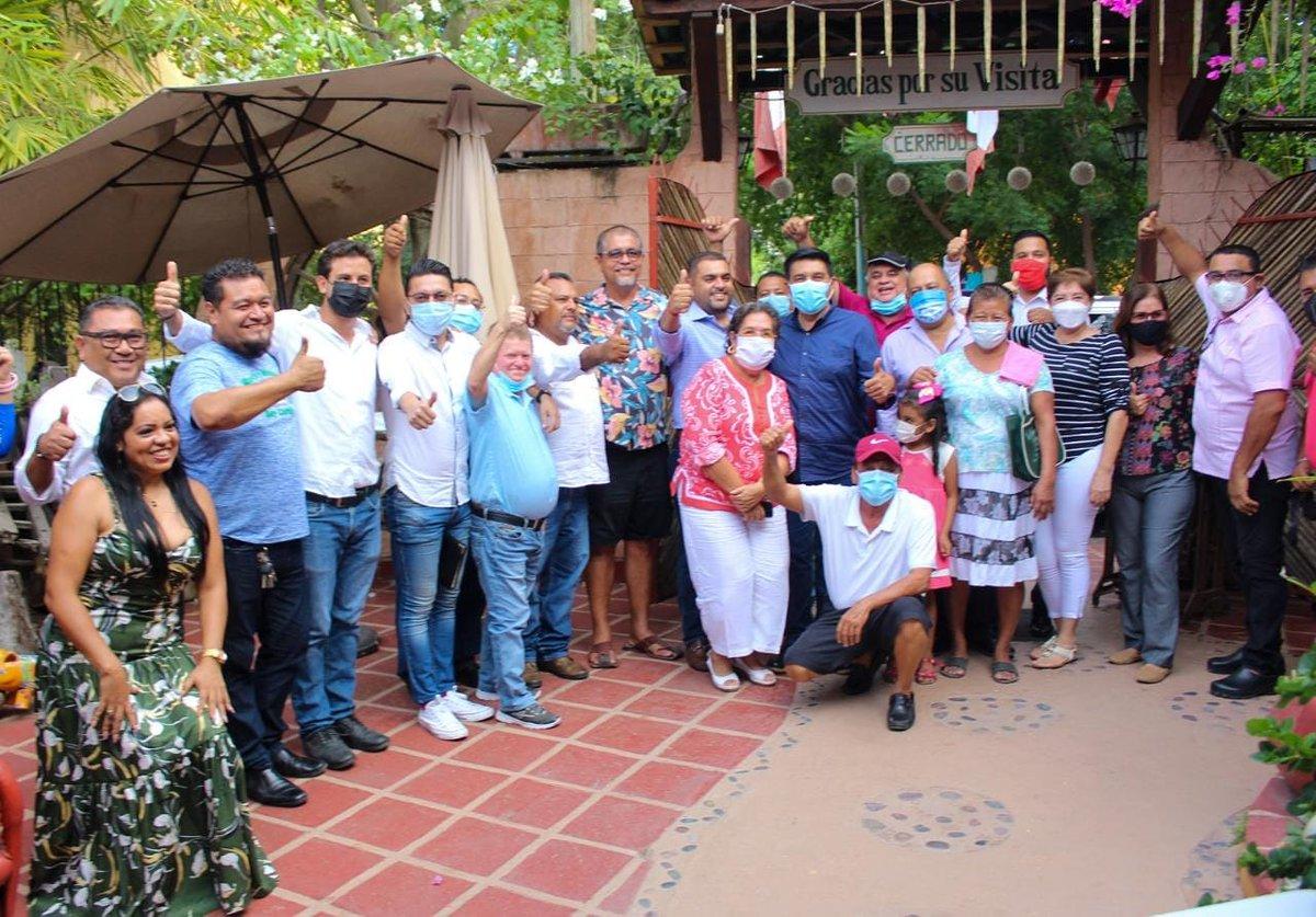 """Encuentro con la Asociación Civil """"Somos Como Tú"""", que encabeza mi amigo Ricardo Navarrete, gracias de todo corazón. ¡Vamos Juntos! https://t.co/gURHD0eTGy"""