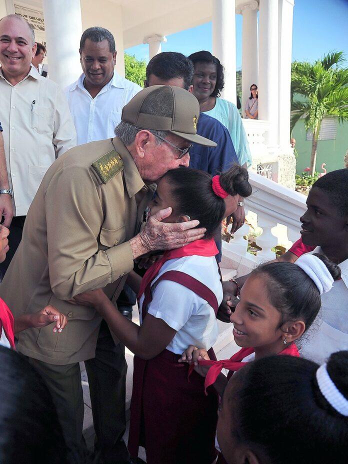 Cada 20 de noviembre se celebra el Día Universal del Niño. Sólo basta ver estas imágenes  para saber que en #Cuba no hay nada más  importante que un niño. #SomosCuba #SomosContinuidad https://t.co/QNoAWXRKip