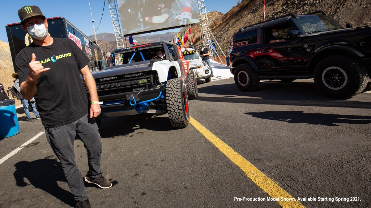 Race Mile 821. Johnny Campbell's job in the #BroncoR is done. Cameron Steele hops in for the final 77 miles. Next stop, #Baja1000 finish line 🤙 https://t.co/KKLyX6TIXU